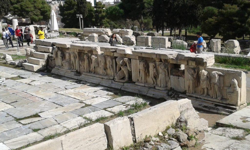 esculturas-acropolis-atenas
