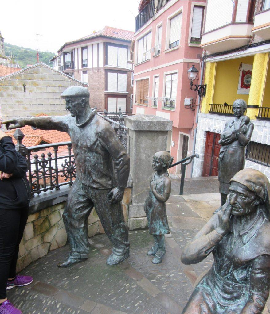 escultura-familia-viendo-vendaval-bermeo-mundaka