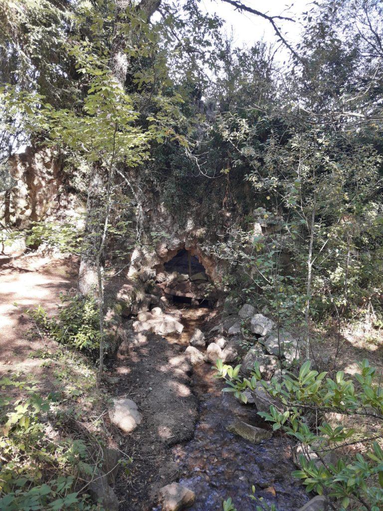 gruta-estanque-jardines-granja