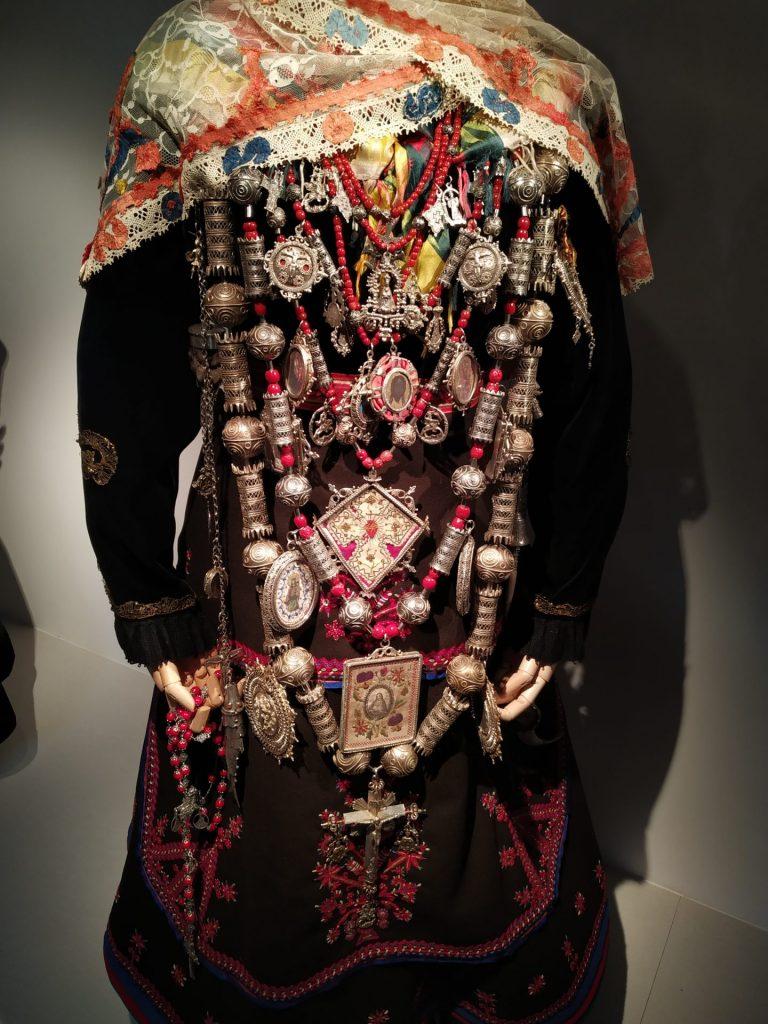 Detalles-del-traje-vistas-de-La-Alberca