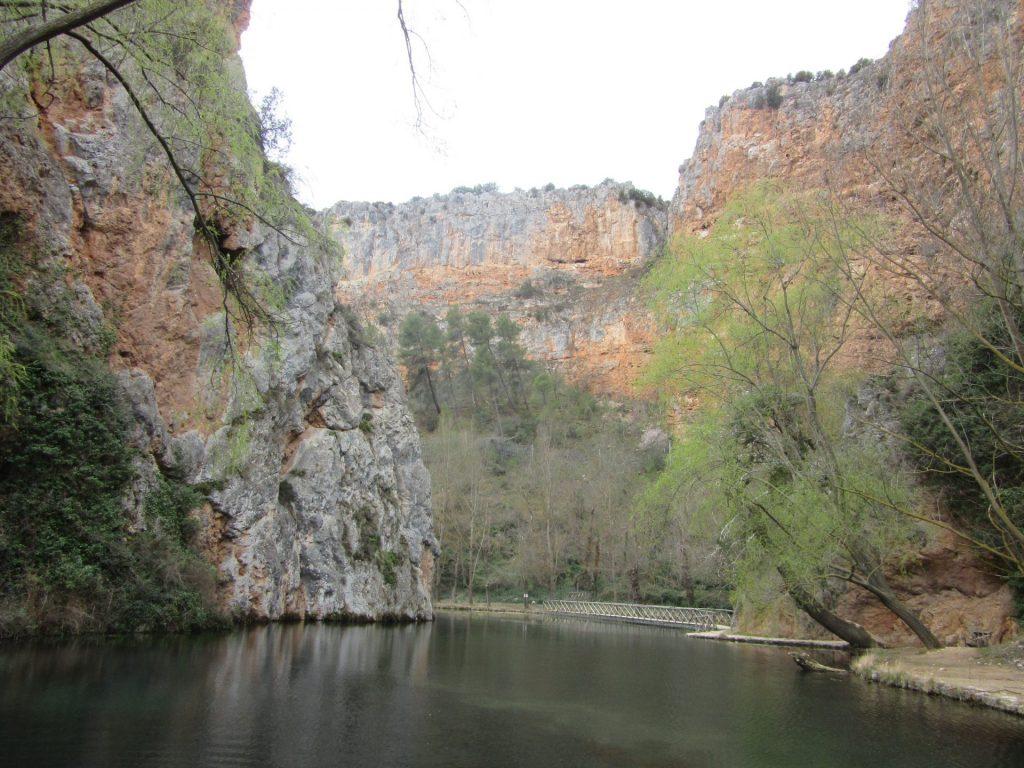 lago-espejo-monasterio-piedra