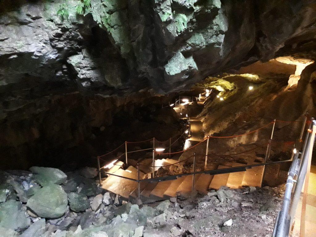 acceso-cuevas-villanua