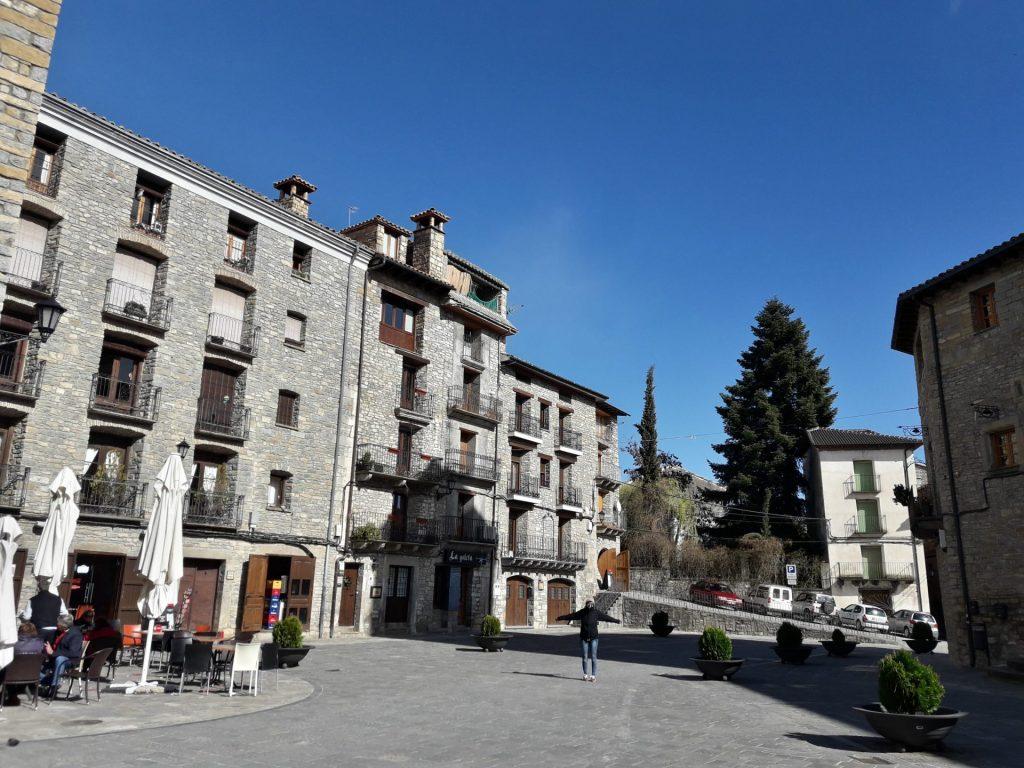 plaza-mayor-boltaña