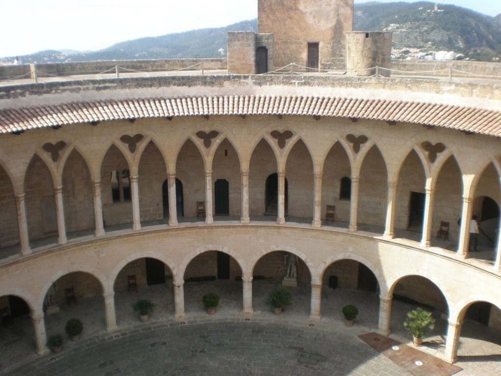 patio-castillo-bellver