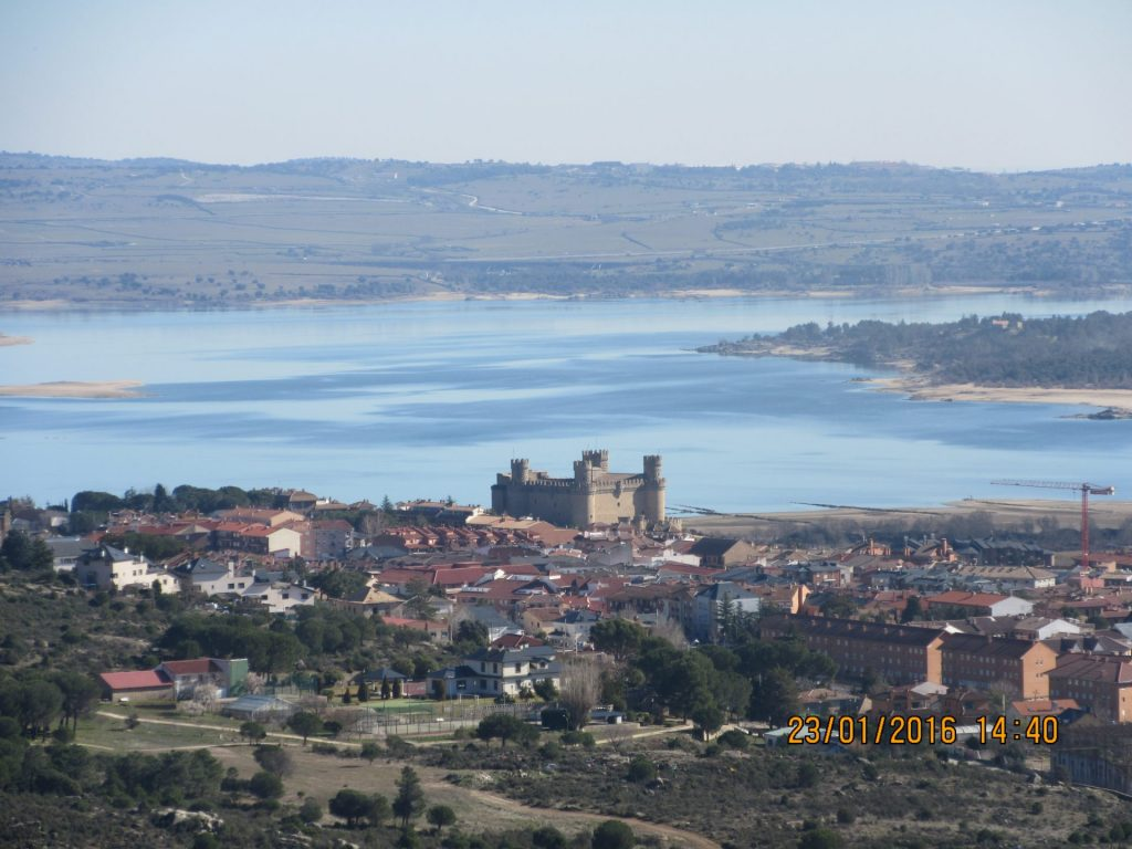 castillo de hoyo de manzanares y embalse de santillana ruta senderismo la pedroza madrid