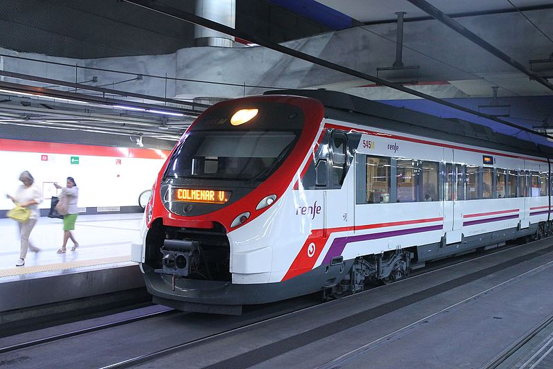Nuevos_Ministerios_Cercanías_anden_6_tren